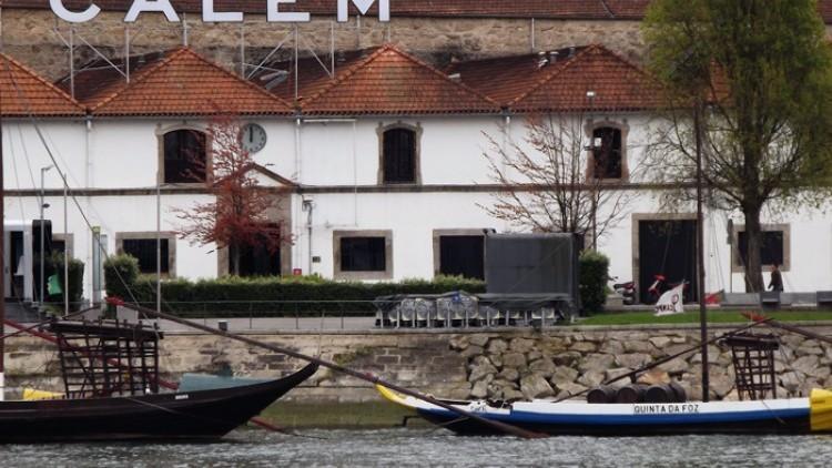 Cruzeiro das Pontes + Visita às Caves com prova de vinhos e espetáculo de Fado