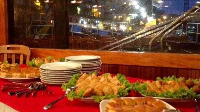 Jantar a bordo, mesa de aperitivos