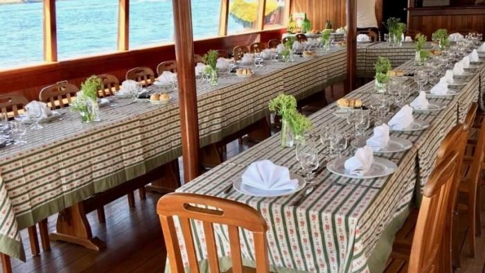 Almoço de aniversário a bordo