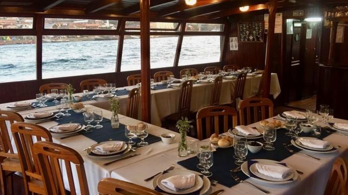 Jantar de associação a bordo