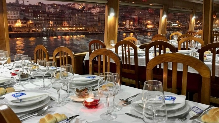 Cruise with dinner on board - Big ship