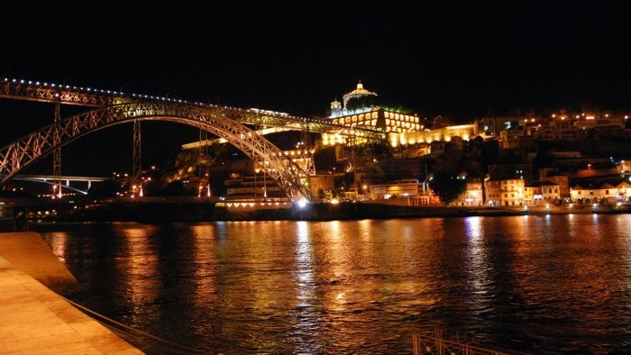 Porto by Night & Jantar e Fado Show